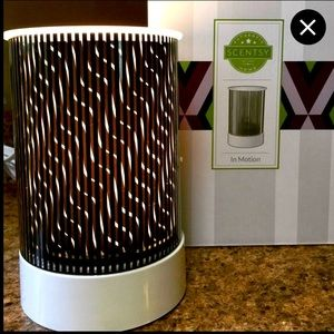 In Motion Scentsy Warmer!